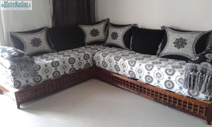 banquette et table sedari salon marocain. Black Bedroom Furniture Sets. Home Design Ideas
