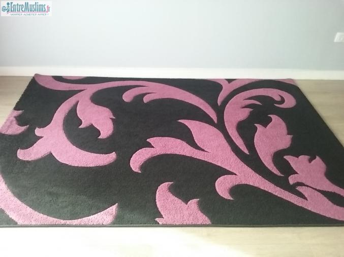 2 Beaux Tapis Noir Et Rose Fushia