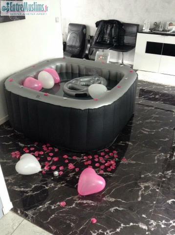 jacuzzi domicile decoration. Black Bedroom Furniture Sets. Home Design Ideas